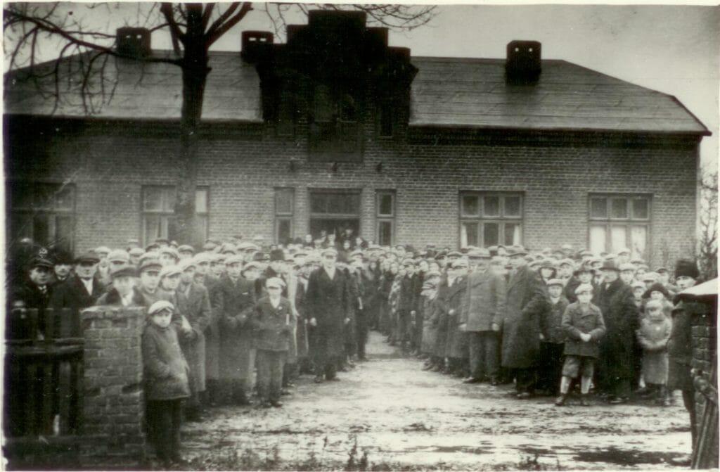 Poświęcenie domu parafialnego w Kucowie w 1937 r.